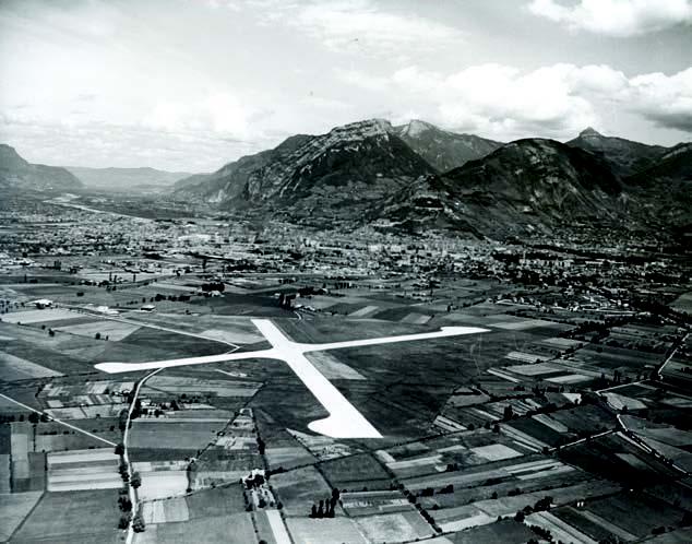 Aérodrome Grenoble-Mermoz à la fin des années 1950 (c) Collection Marcel Collot